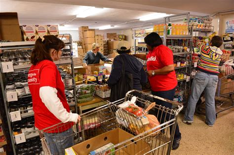 Dupage County Food Pantries by Comed Volunteers Help Feed The Hungry At People S Resource
