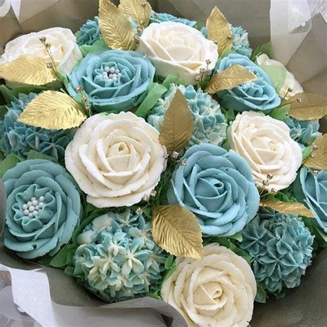 Boxdus Cup Cake Flower Uk 2830 cupcake glam serving up one sparkling edible flower and buttercream cupcake bouquet with