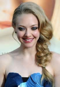 amanda seyfried casual braided hairstyle for summer