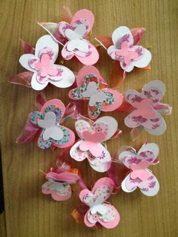 decoraci 243 n de baby shower en casa 500 im 225 genes e ideas y un distintivo en forma de mariposa decoraci 243 n unaregiaenbicicleta