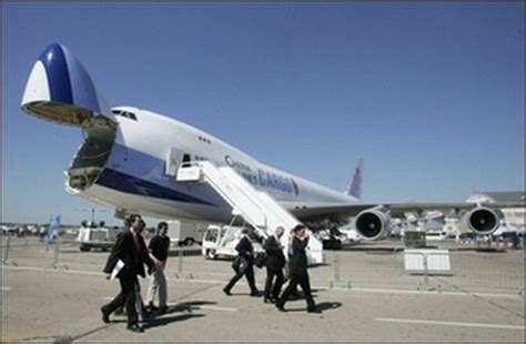 direct taiwan cargo flight lands in mainland