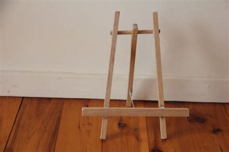 How To Make A Paper Easel - how to make a paper easel stand woodguides
