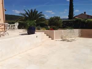 travertin terrasse contour de piscine terrasse en travertin 40 60 pose