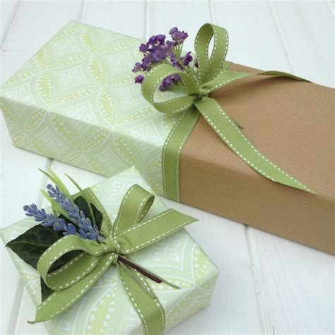 Baby Shower Gift Wrapping Techniques by Gift Wrapping Expert