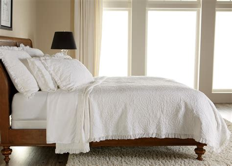 White Matelasse Quilt by White Paisley Matelasse Coverlet And Shams Ethan Allen Us