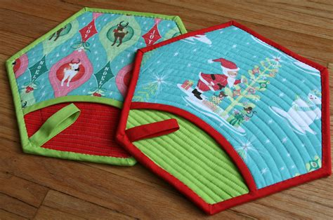 Patchwork Pot Holders - quilted pot holder from better thread