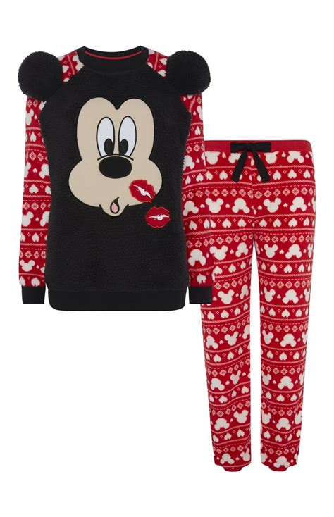 Piyama Minnie Mouse Import a really unique mickey mouse kisses sherpa pj set for primark