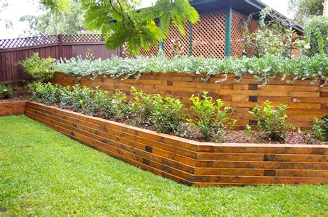 giardino in discesa muri di sostegno in giardino suggerimenti utilissimi