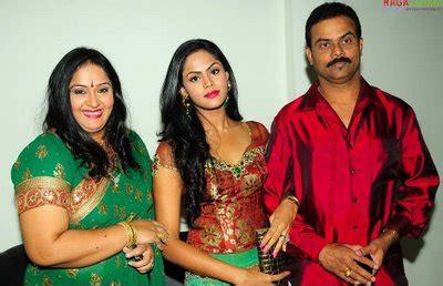 roja serial heroine family photos actress radha family tamil actress photos pictures