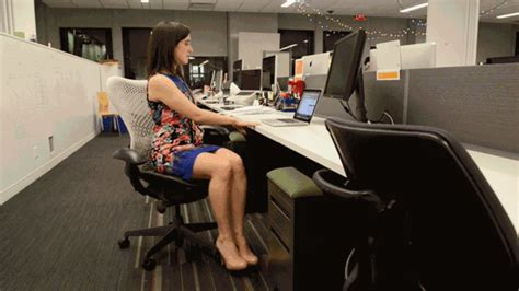 Ab Workout While Sitting At Desk by 6 Non Embarrassing Ways To Work Out At Your Desk Huffpost