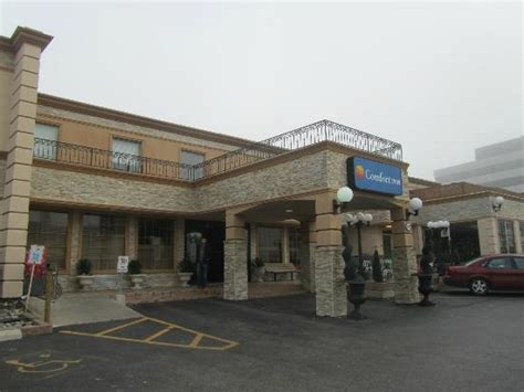 comfort inn by the airport front of hotel picture of comfort inn toronto airport