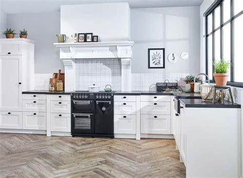 mooie landelijke keukens landelijke hoekkeuken met fornuis bekijk foto s en