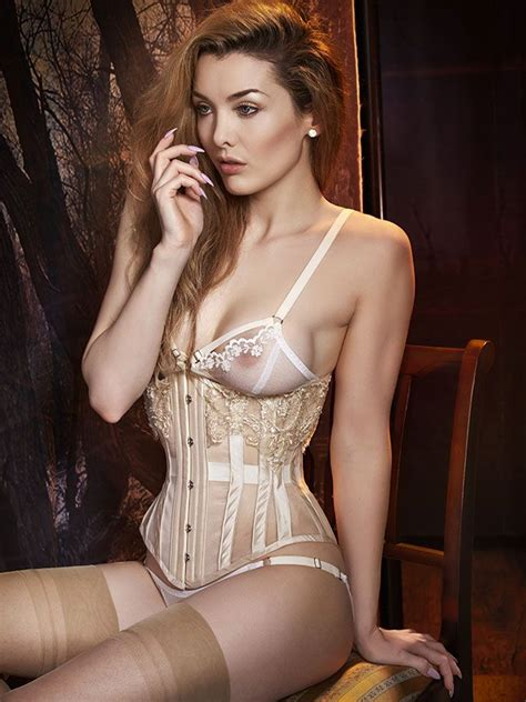 Set Kroncong Ad 2 Model en plein air handmade corset pairings from