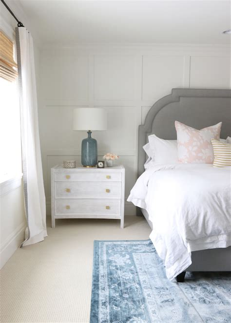what color bedding goes with grey headboard