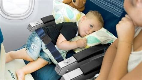 australian airlines jetstar and qantas ban travel