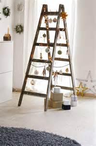tür vor treppe chestha dekor weihnachten treppe