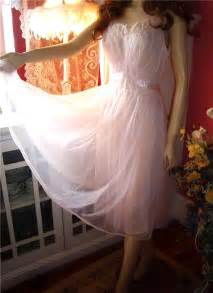 Negligee File Negligee Jpg Wikipedia