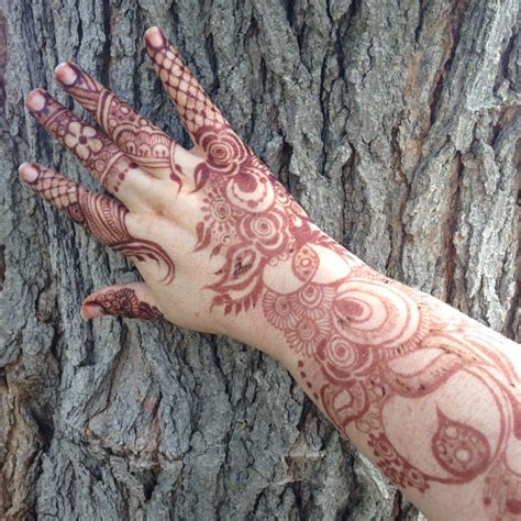 hire crescent moon henna henna tattoo artist in chicago