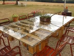 une table de jardin en palettes recyclage et cie