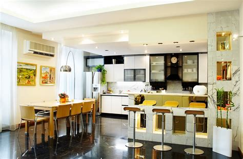 combining kitchen and dining room for spacious home