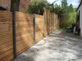 terrasse zaun design sichtschutz zaun blickdicht aus metall holz