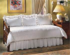 Daybed And Mattress Set Eyelet Daybed Set At The Trendy Bed