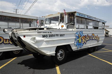 duck boat tour lawsuit missouri attorney general sues branson duck boat companies