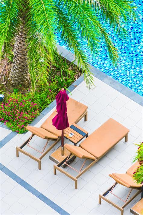 hamacas de piscina hamacas y piscina vista desde arriba descargar fotos gratis