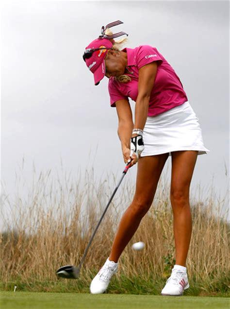 girl golf swing why guys should swing a golf club like a girl