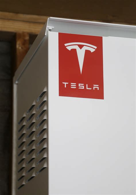 Tesla Battery Power Tesla Ceo Plugs Into New Market With Home Battery System
