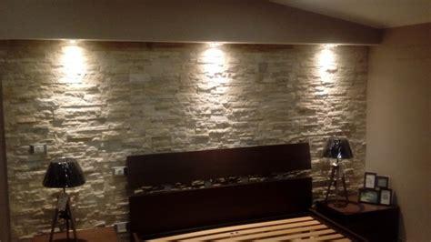 or illuminazione foto parete in pietra naturale con effetto cascata luce