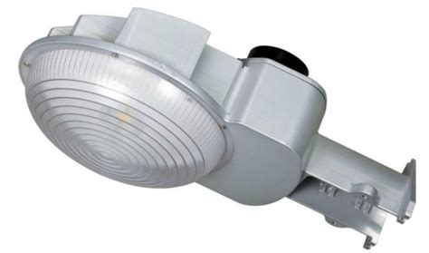 dust to dawn lights wisdom s 45w and 70w dusk to dawn led security lights are
