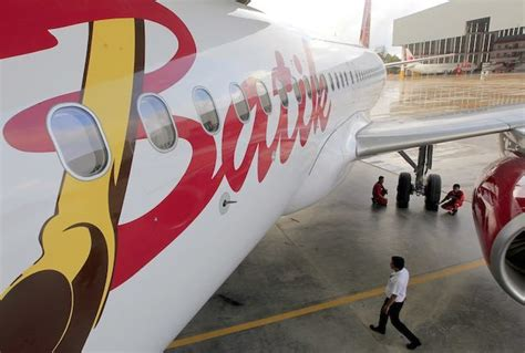 batik air emergency indonesian plane makes emergency landing after bomb threat