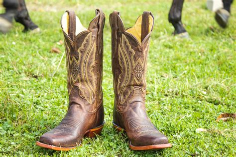 Boot Giveaway - langston s justin boot giveaway horses heels