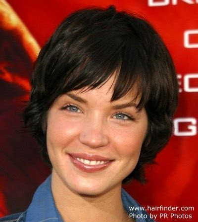 short hair style that covers ears ashley scott hairstyle short halfway the nape hair that