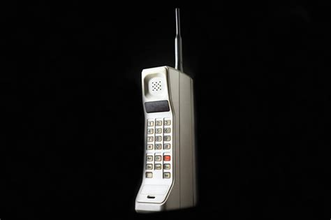 Motorola Bata Dynatac Engine 45 years ago mobile phone hit b c streets with spotty expensive calling keremeos review
