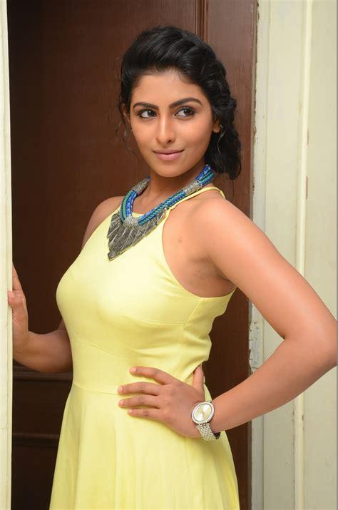 telugu film photos kruthika jayakumar telugu actress profile gallery and