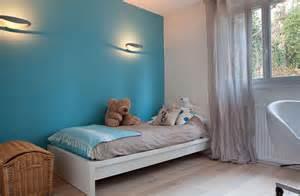 chambre de gar 231 on bleue avec mur bleu christiansen design