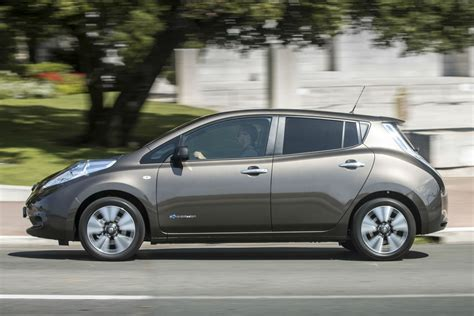 nissan leaf 2015 nissan leaf 30kwh review 2015 drive motoring research