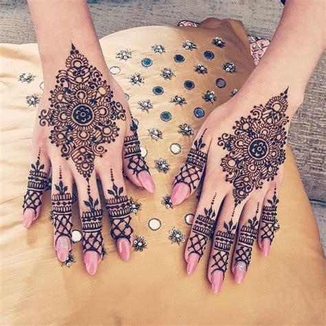 henna tattoo hand wie lange h lt es die besten 25 finger henna ideen auf finger