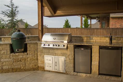 Outdoor Kitchen With Grill Green Egg And Kegerator Outdoor Kitchen With Kegerator