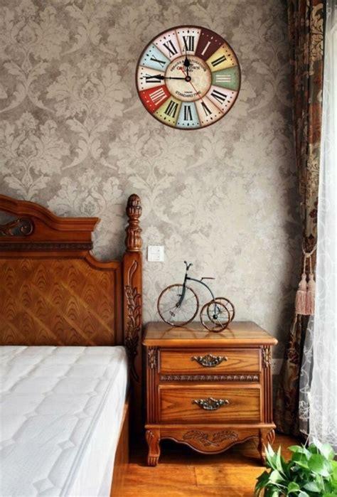 schlafzimmerwand akzente vintage deko f 252 r die wand eine wanduhr im retro style