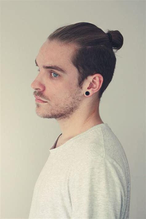 mens hair styles old fashion with pony tail top knot fryzura samuraja wikinga bjorn lothbrok haircut