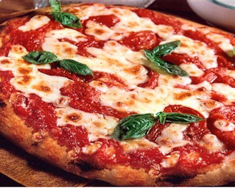libro pizza gourmet pizza gourmet o tradizionale le 20 pizzerie migliori del mondo e tante ricette creative cucina