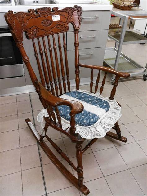 sedia a dondolo usata sedia a dondolo in legno venduta il supermercatino