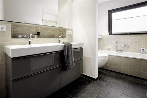 Badezimmer Körbe by Badezimmer Ausstellung K 195 182 Ln Easy Home Design Ideen