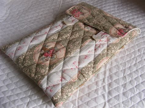 pattern for quilted notebook cover quilted laptop sleeve padded cover sewing projects