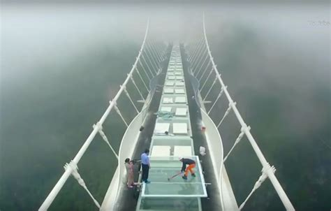 Bridge Glasses reporter tests glass bridge in china with sledgehammer