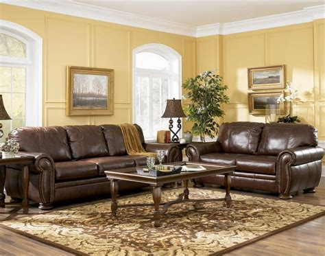 how to decorate with leather furniture enchanting decorating a living room with brown leather