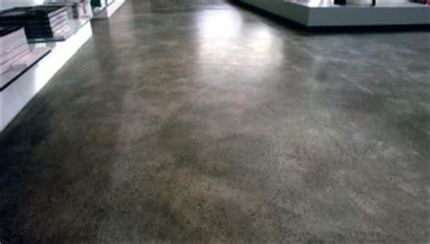 Gießharz Auf Hochglanz Polieren by Stil Ohne Kompromiss Designboden Industrieboden